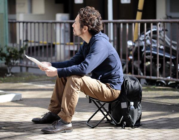 【直送】 いつでもどこでも座れるリュック
